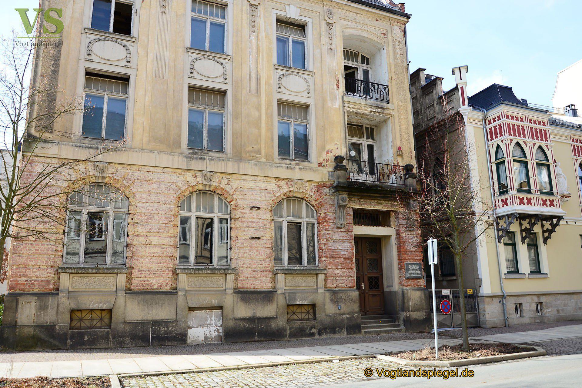 Vogtlandspiegel: Thälmannhaus in der Greizer Carolinenstraße: Aufhebung der Absperrung
