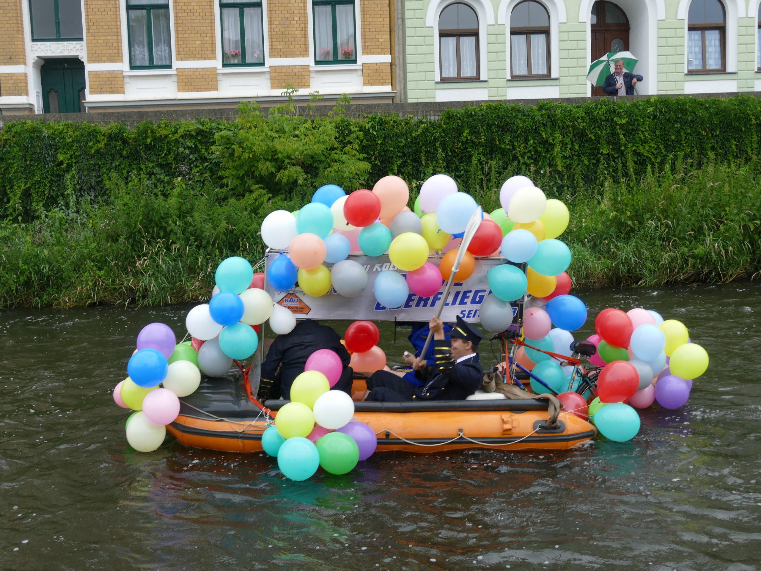Vogtlandspiegel: KanuFunRegatta mit Wasserspielen von oben und unten