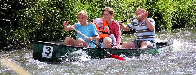 Julbeschreie am Elsterufer: Mit dem Kanu über die Stromschnellen in Greiz